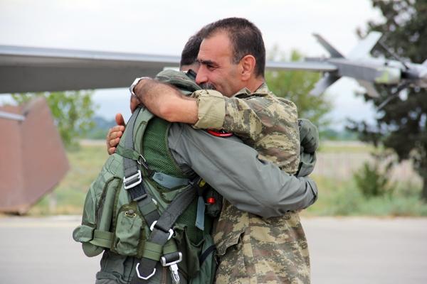 Azərbaycan və türk əsgərlərinin bu fotosu hər kəsi duyğulandırdı ...