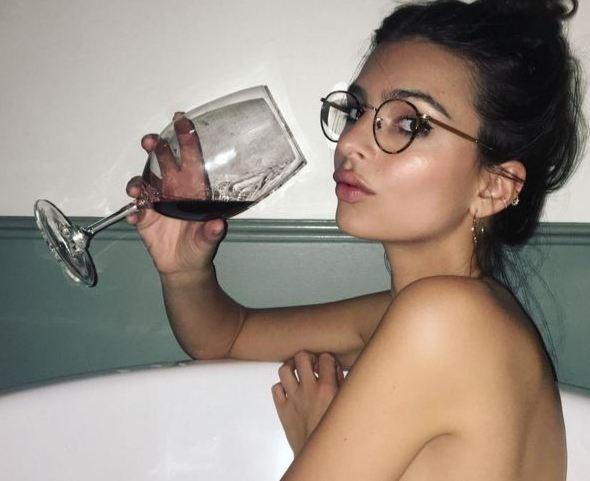 Məşhur model çılpaq bədənini Instagramda nümayiş etdirdi (FOTO)