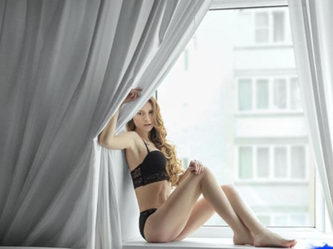 Azərbaycanlı fotoqraf rus modeli soyundurdu (FOTO)