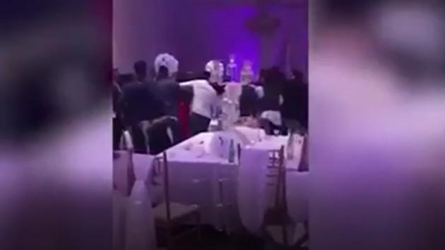 Gəlinin seks görüntüləri toyu alt-üst etdi (VİDEO)