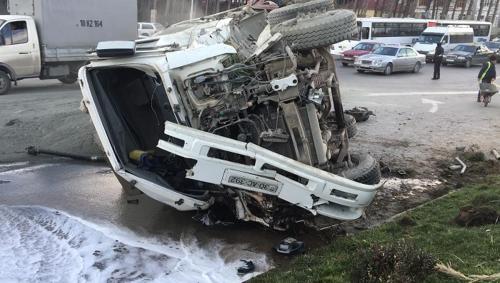 Bakıda maşın aşdı, 5 nəfər xəsarət aldı - sürücünün qayınanası öldü