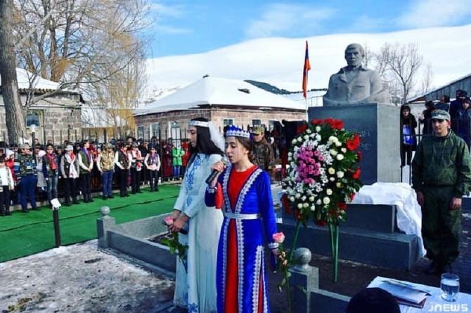 Gürcüstan azərbaycanlılarının vahid mövqeyi:Heykəl götürüləcəkmi?