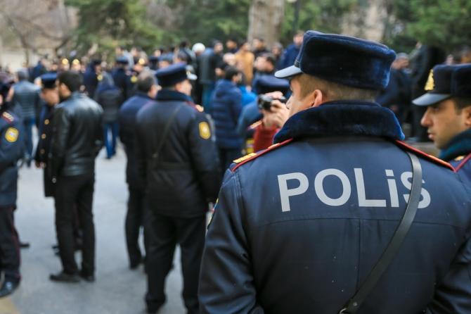 Polis olmaq istəyənlər sıraya düzüldü: Nazir baxış keçirdi