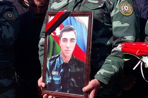 İran-Azərbaycan sərhədində baş verən atışmada həlak olan əsgər dəfn edildi (FOTO)