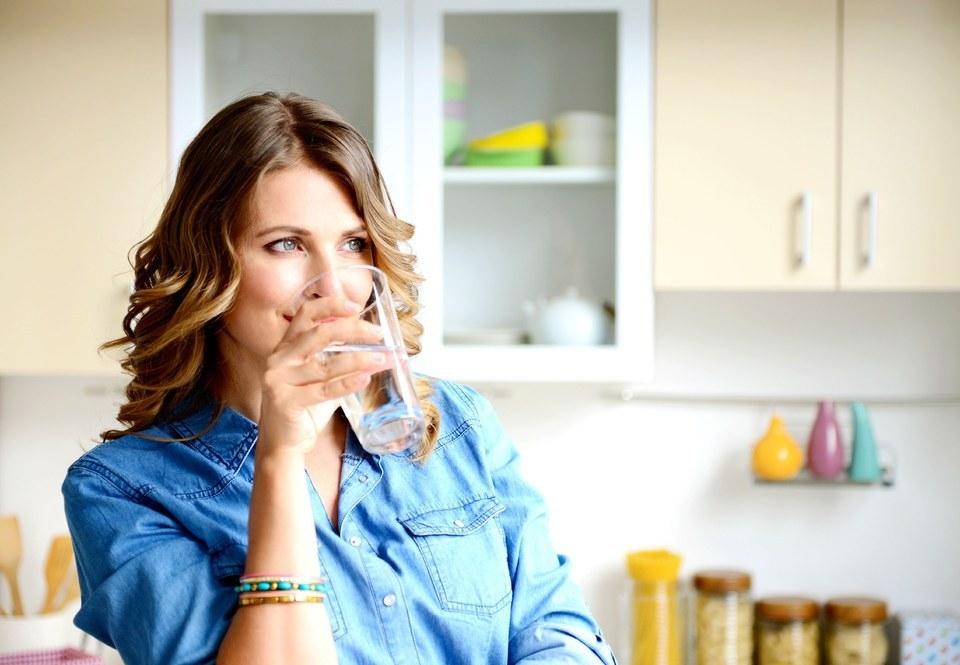 Acqarına su içmənin 10 vacib faydası var