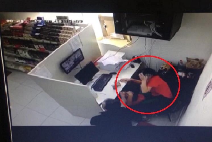 Bakıda kişi keçmiş həyat yoldaşını iş yerində döydü - FOTO