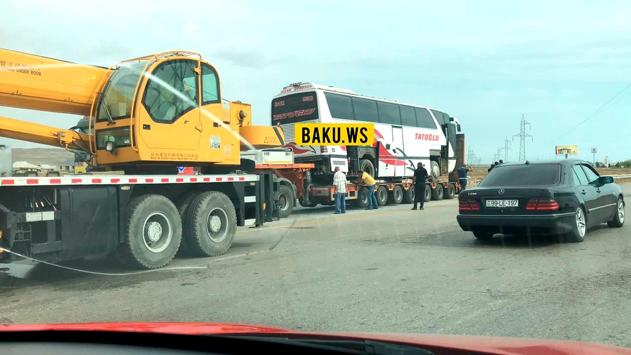 Bakıda avtobus qəzaya uğradı - Yaralılar var