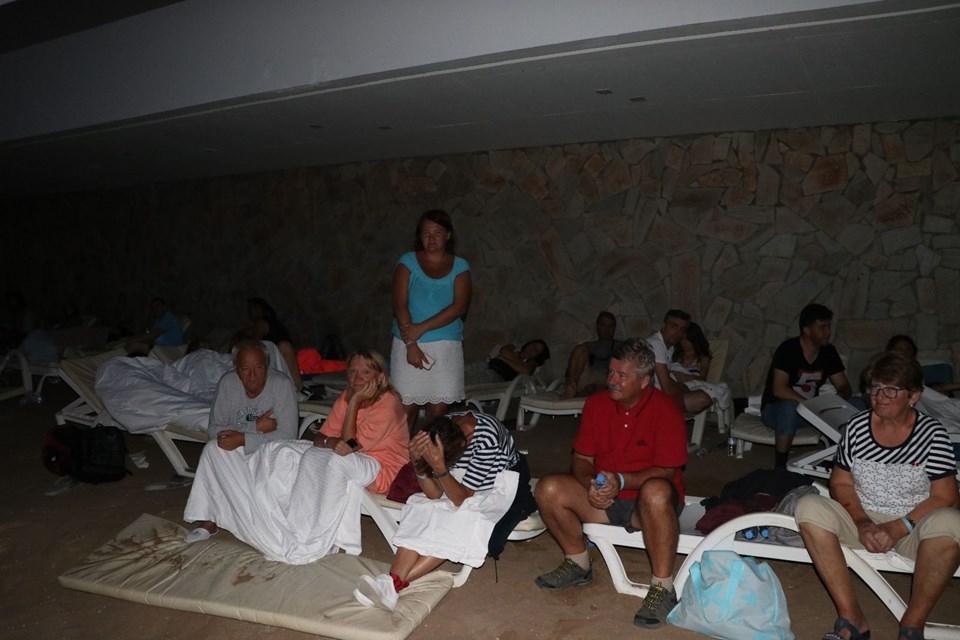 Partlayışa görə insanlar gecəni sahildə keçirdi