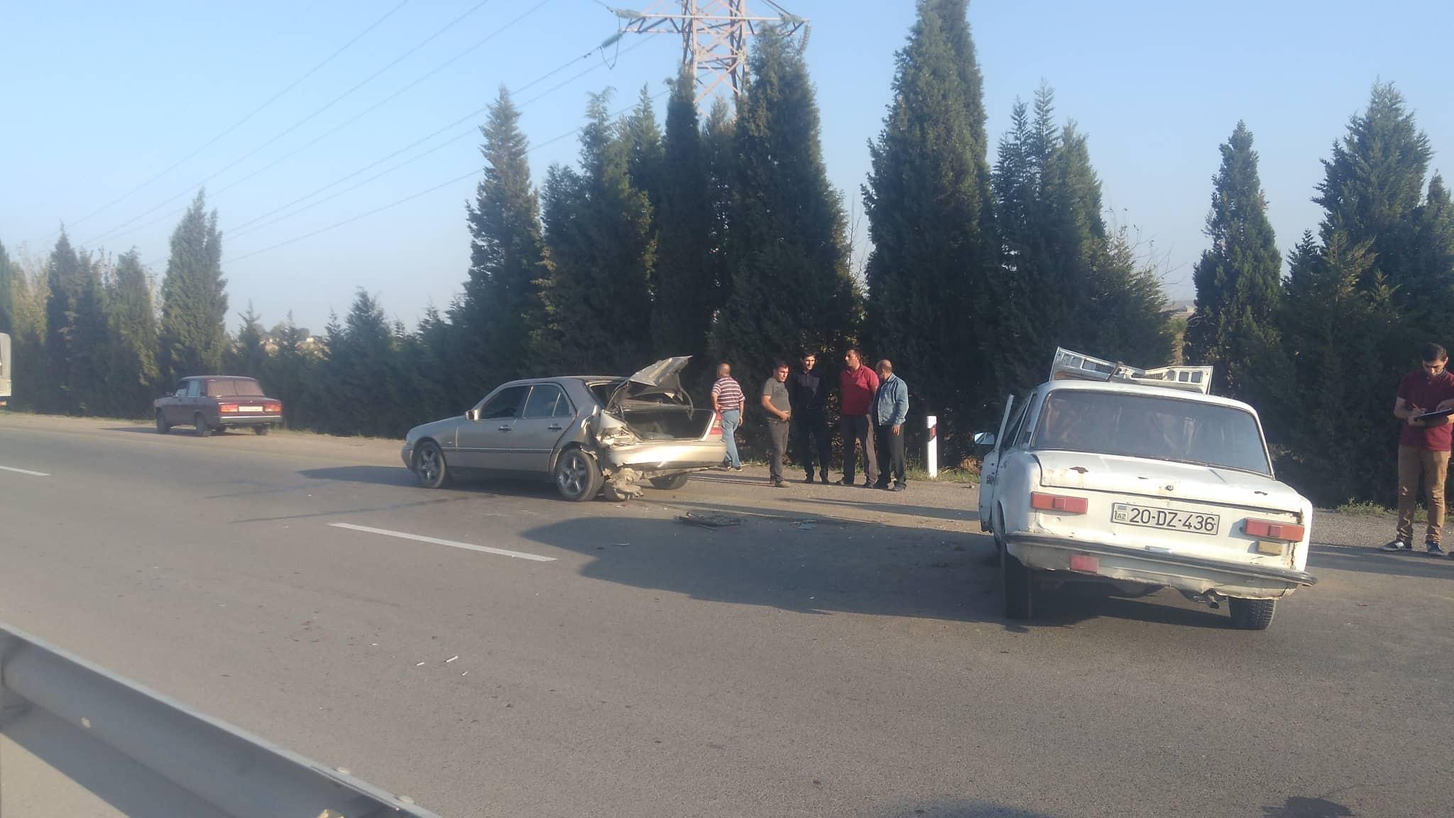 Gül almaq istəyən sürücü qəzaya uğradı - Qadın yaralandı - FOTO