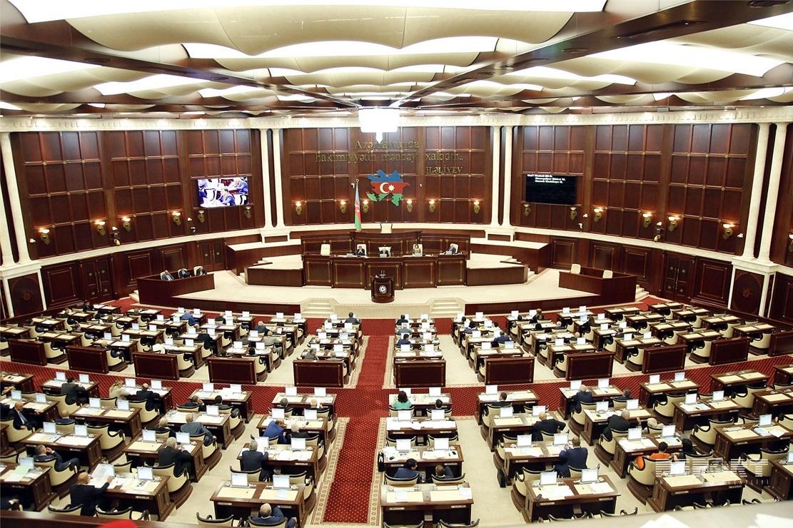 Milli Məclis qanunu dəyişdi - dövlət rüsumu artırıldı - 30 AZN