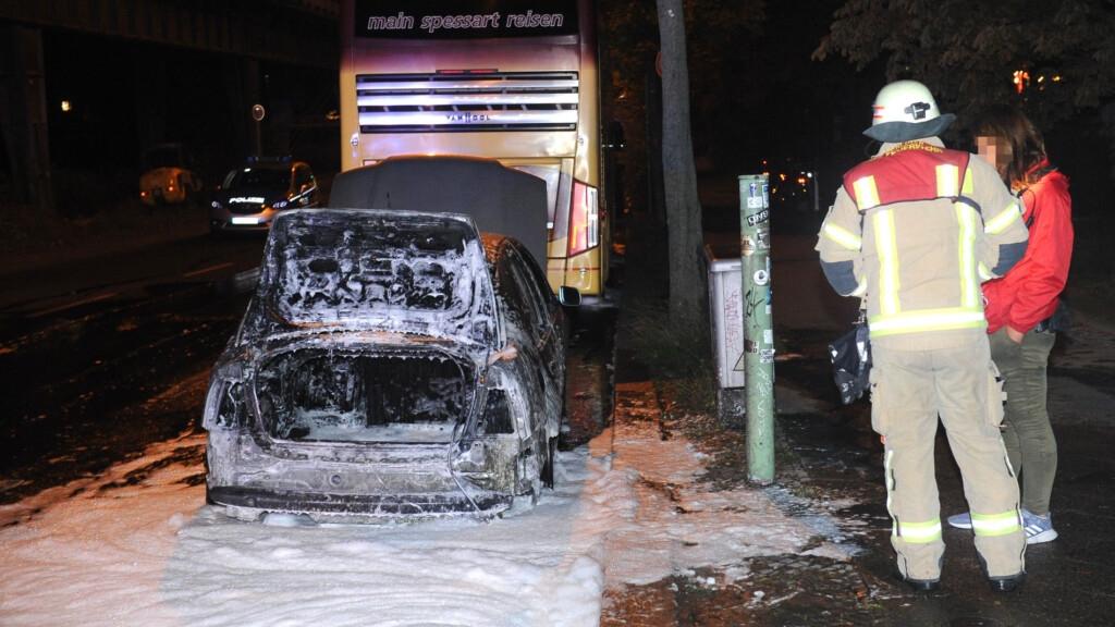 Türkiyənin Berlindəki səfirliyinin avtomobilini yandırıblar