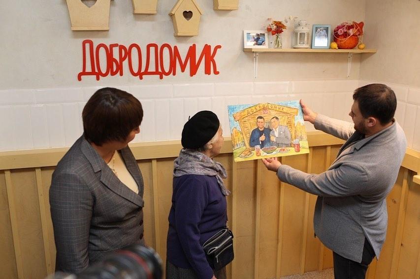 Azərbaycanın Xalq artisti Moskvada yeni kafe açdı - Yaşlı insanlar pulsuz yeyəcək