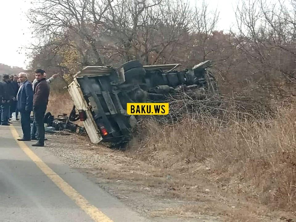 Dövlət Agentliyinin avtomobili Ağsu aşırımında aşdı