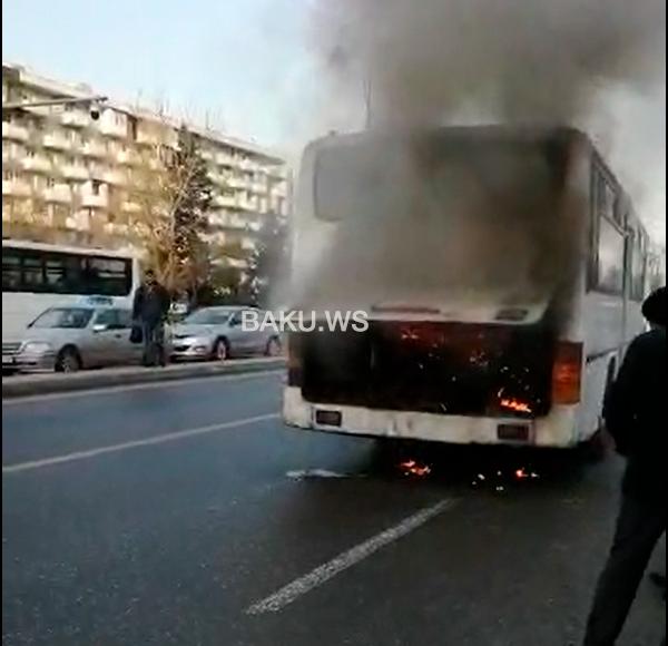 SON DƏQİQƏ - Bakıda sərnişin avtobusu yandı - VİDEO