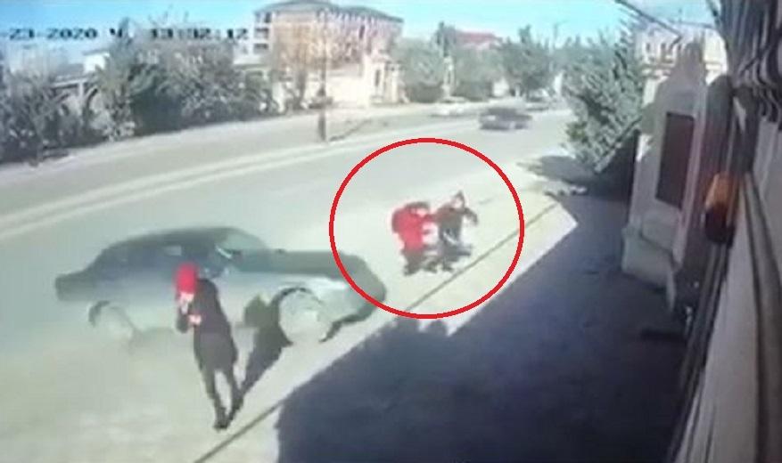 Xırdalanda dəhşət: Avtomobil iki şagirdi vurdu