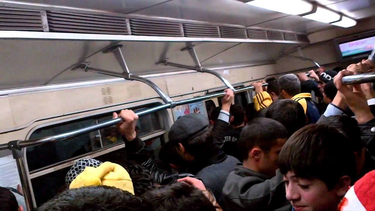 Bakı metrosunda biabırçılıq - yaşlı kişi qızlara...