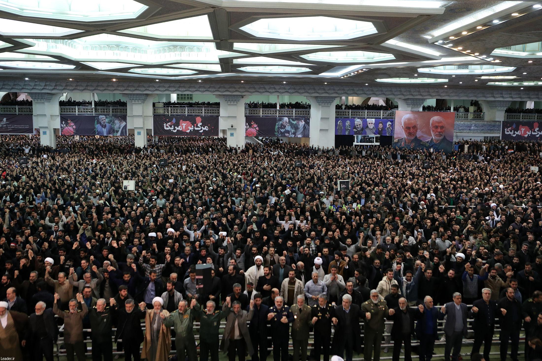 İranda cümə namazları qadağan edildi