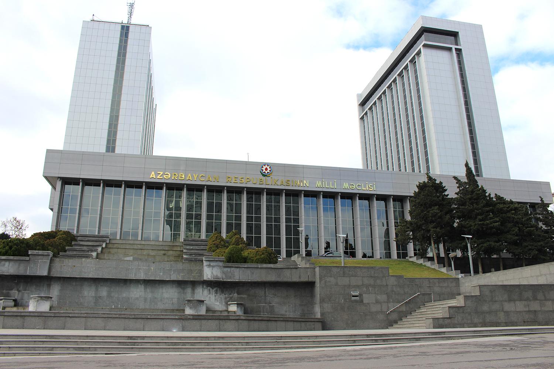 VI çağırış Milli Məclisin ilk plenar iclası başladı