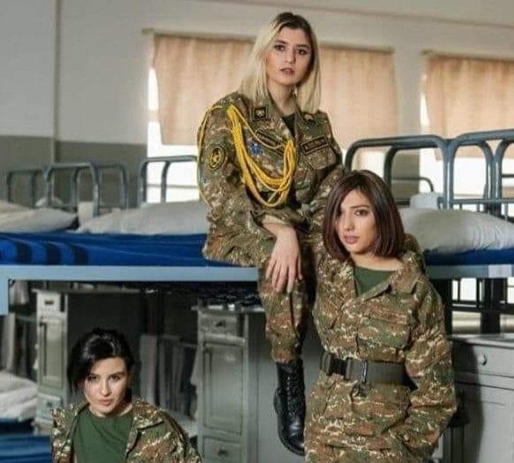 Erməni qızların hər kəsi güldürən hərbi təlim görüntüləri -