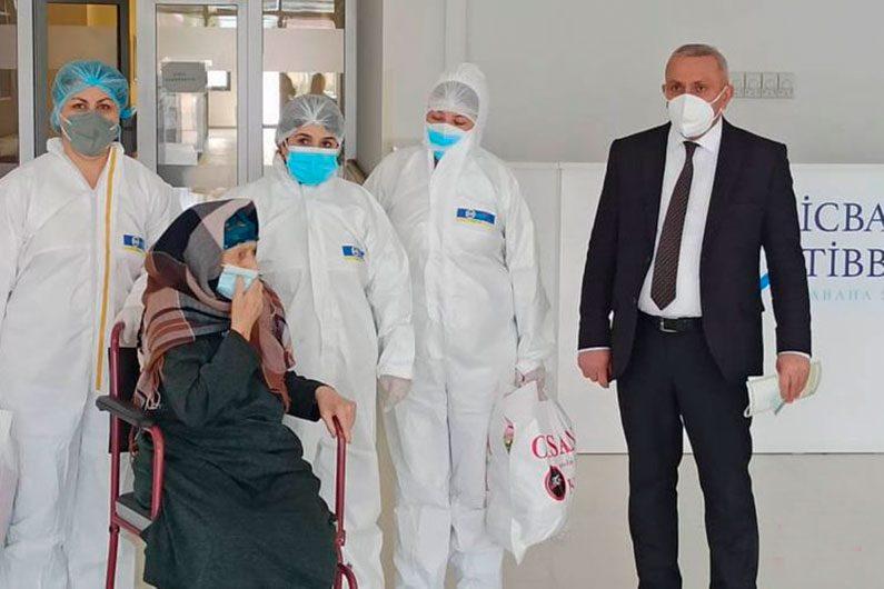 Azərbaycanda 110 yaşlı qadın koronavirusdan sağalıb - FOTO