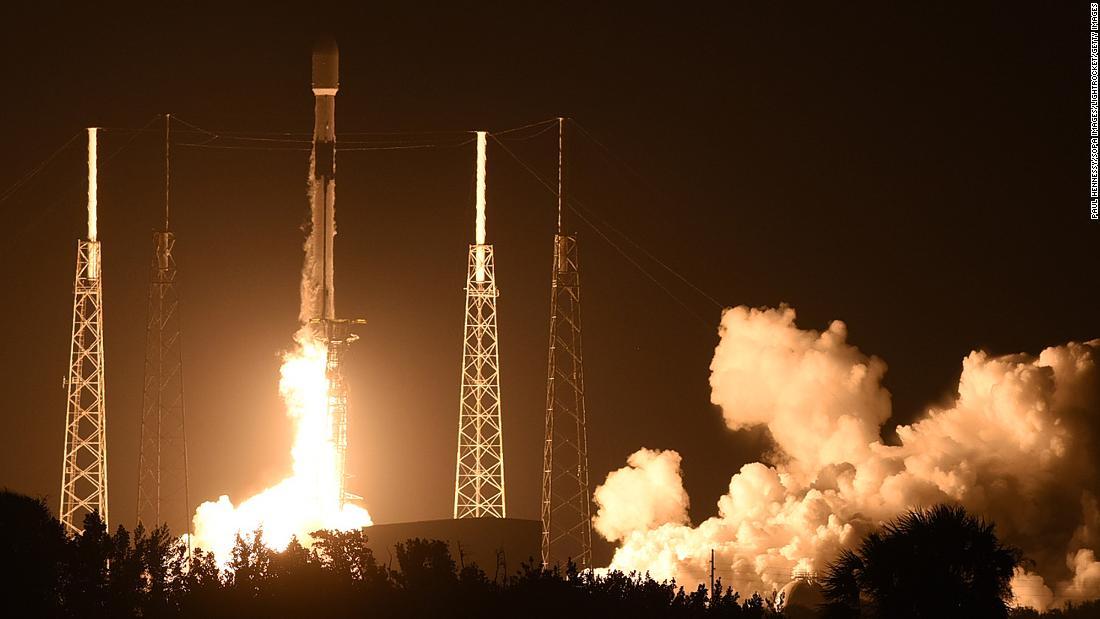 """""""SpaceX"""" 60 peykdən ibarət raketdaşıyıcını kosmosa göndərib"""